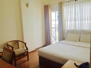 Кровать или кровати в номере Viet Sky Hotel