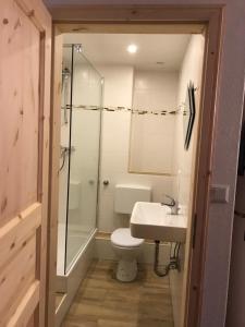 A bathroom at Albi Studio HH Airport