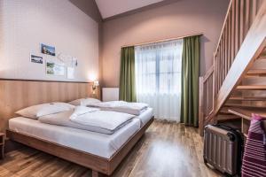 Ein Bett oder Betten in einem Zimmer der Unterkunft JUFA Hotel Grundlsee