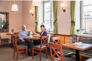 Ein Restaurant oder anderes Speiselokal in der Unterkunft JUFA Hotel Grundlsee