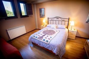 Cama o camas de una habitación en Apartamentos Turísticos Mallos de Huesca
