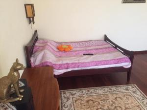 Кровать или кровати в номере Apartment on Olympiyskom