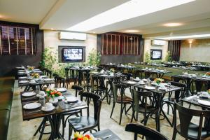 A restaurant or other place to eat at Aristus Hotel