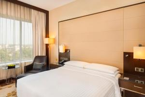 A bed or beds in a room at Kochi Marriott Hotel