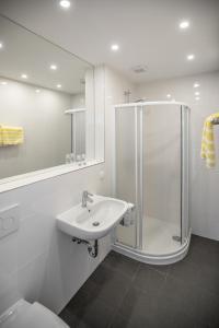 Ein Badezimmer in der Unterkunft Hotel Reineldis