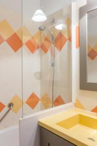 A bathroom at Résidence Pierre & Vacances Les Citronniers