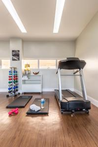 The fitness centre and/or fitness facilities at Intercity Maceio
