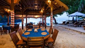 A restaurant or other place to eat at Lumbung Bali Huts