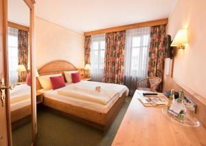A bed or beds in a room at AKZENT Hotel Krone