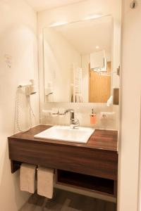 A bathroom at AKZENT Hotel Krone