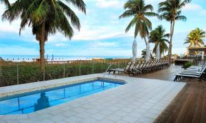 The swimming pool at or close to Hilton Marco Island Beach Resort and Spa