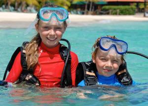 Crianças ficando em Harbour Village Beach Club