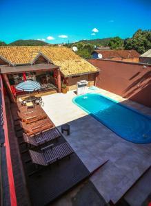 A view of the pool at Pousada Bonito Cama e Café or nearby