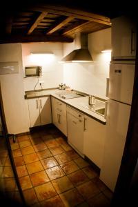 Dapur atau dapur kecil di Apartamentos Rurales Casa De Los Escudos