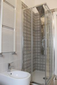A bathroom at HomeAway Salerno