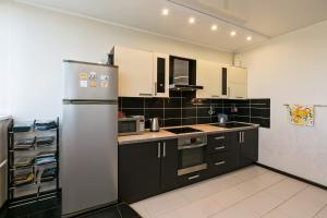 Кухня или мини-кухня в Апартаменты Fon Haus на Рощинской