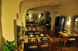 Restaurant ou autre lieu de restauration dans l'établissement Al Alba