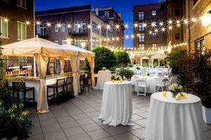 A restaurant or other place to eat at Andaz Savannah - A Concept by Hyatt