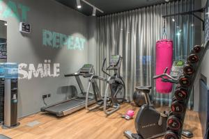 The fitness center and/or fitness facilities at Moxy Aberdeen Airport