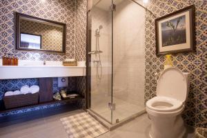 A bathroom at Sala Arun