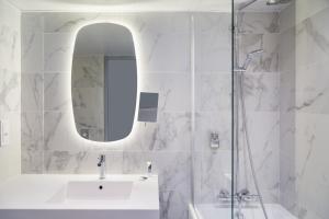 Salle de bains dans l'établissement Mercure Nancy Centre Place Stanislas (Plats Maison disponible)