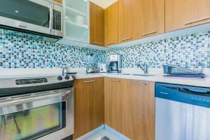 A kitchen or kitchenette at Blue Residences