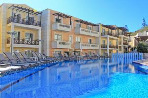 Piscina di Porto Kalamaki Hotel o nelle vicinanze