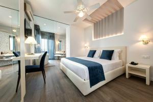 A bed or beds in a room at Hotel Byron Bellavista