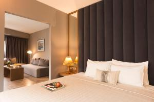 A bed or beds in a room at Plaza Hotel, Philian Hotels and Resorts