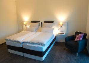 A bed or beds in a room at Hof Hahnenberg
