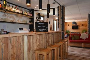 The lounge or bar area at Hotel Le Faranchin