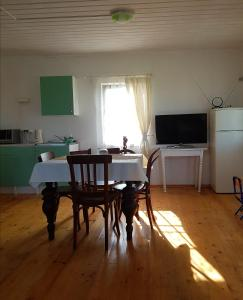Телевизор и/или развлекательный центр в Дом для отдыха на улице Казачья