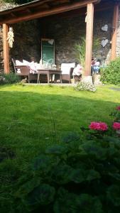 Un jardín fuera de Casa De Aldea La Galea