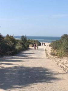 Een strand bij of vlak bij de homestay