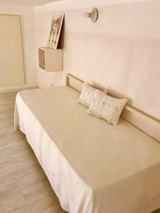 A bed or beds in a room at Home10