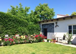 Ein Garten an der Unterkunft Pension Binder