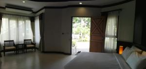 A bed or beds in a room at Golden Beach Resort