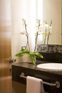 A bathroom at Hilton Reading