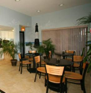 A restaurant or other place to eat at Dunes Inn & Suites - Tybee Island