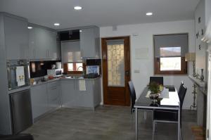 A kitchen or kitchenette at Casa Freixedelo