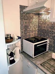 Cuisine ou kitchenette dans l'établissement Ai Yanni Boutique Rooms