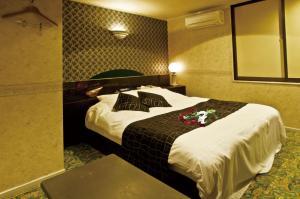 ホテル HANABI (ラブホテル)にあるベッド