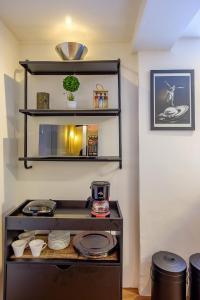 A kitchen or kitchenette at Apartamento recém reformado e bem decorado