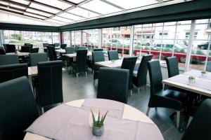 A restaurant or other place to eat at Hotel Moby Dick by WP hotels