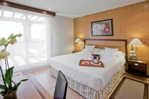 A bed or beds in a room at VP Jardín Metropolitano