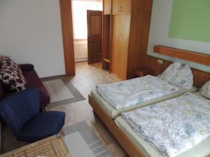 Ein Bett oder Betten in einem Zimmer der Unterkunft Kirchenwirt Inn