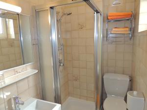 Ein Badezimmer in der Unterkunft Kirchenwirt Inn