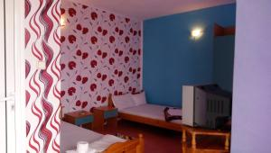A bed or beds in a room at Sinya Iglika Family Hotel
