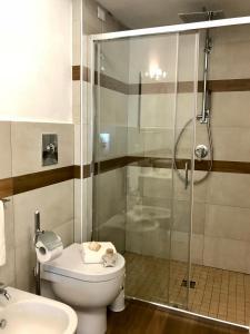 A bathroom at Palmasera Bed & Breakfast