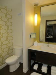 A bathroom at The Alexander, A Dolce Hotel
